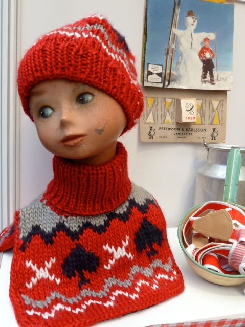 Desirable pattern knit hat and neck collar from Swedish brand Rockefella for kidswear winter 2011