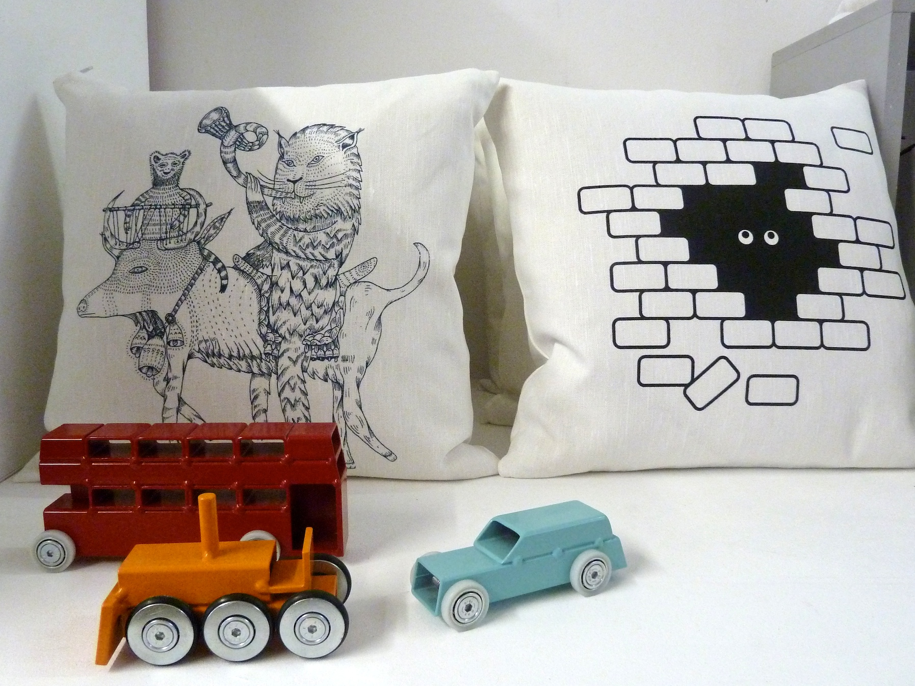 New graphic cushions and simple toys from Theo for winter 2011