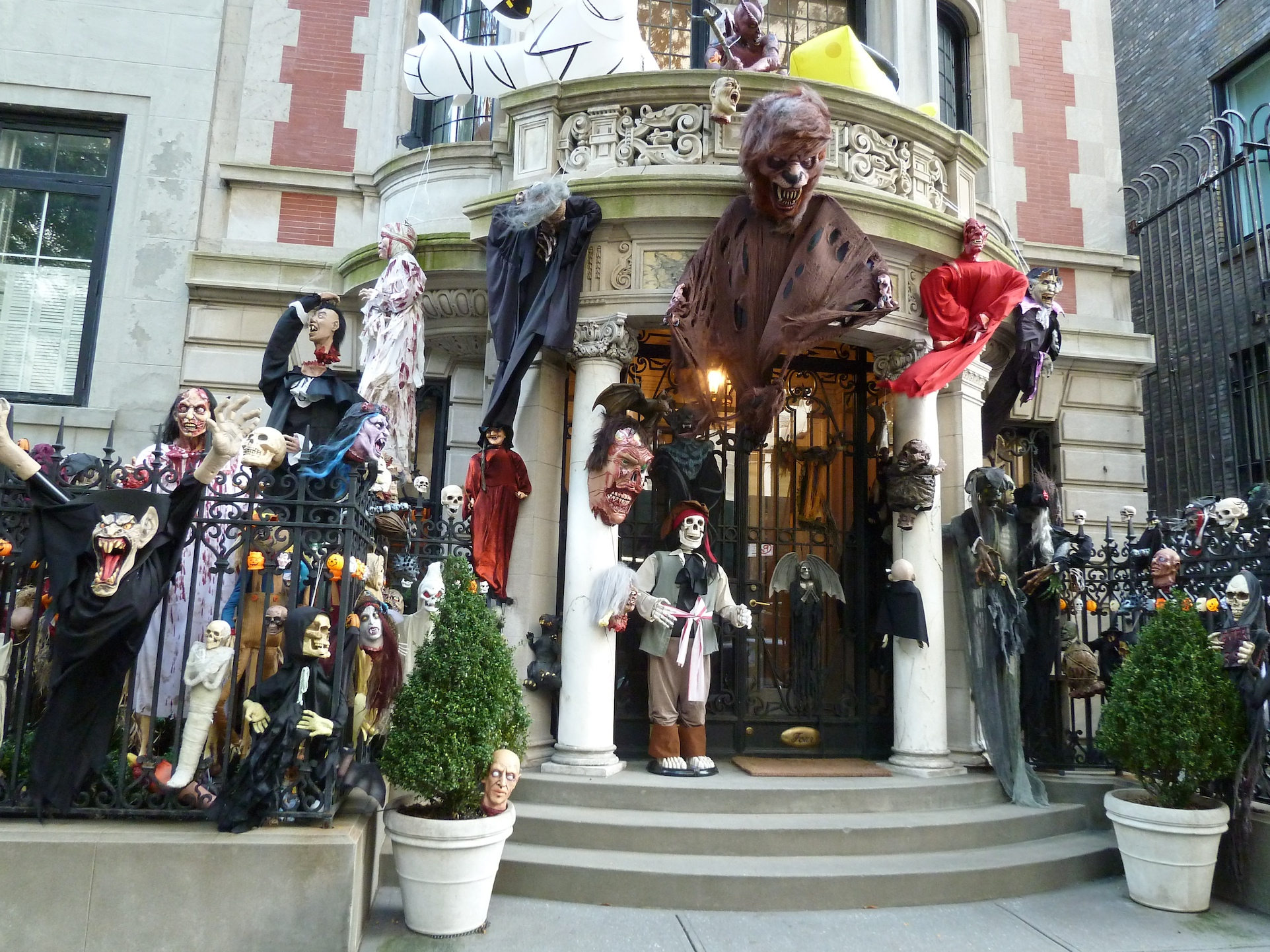 Truly Spooktacular Halloween decorations on this upper East side Manhatten house.