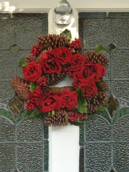 Sweet and romantic, red roses and pinecones