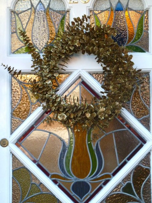 This golden leaf style of wreath looks wonderful with the decorative Edwardian glass door